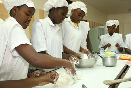 Kimlea cake making